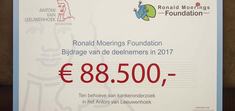 Wederom vette cheque Ronald Moerings Foundation voor AVL